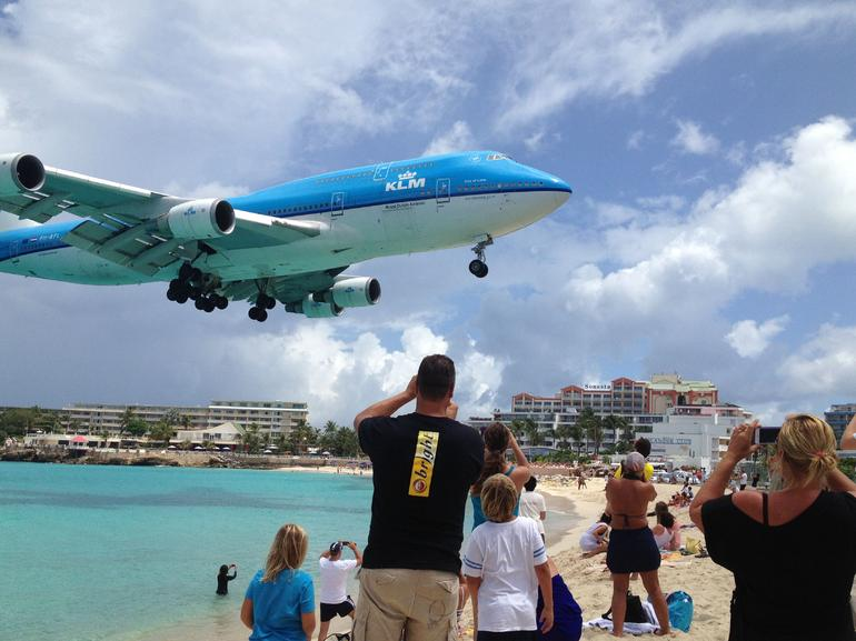 Incoming KLM 747 - Philipsburg