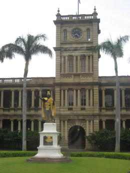 Statue of King Kamehameha I, Bandit - February 2011