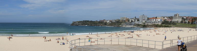 Bondi Beach about lunchtime 27th Feb... and its sunny! - Sydney
