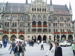 At the Marianplatz main square (one of the stops on the tour) waiting for Glockenspiel! - July 2009