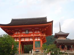 Niomon (deva gate) at Kiyomizu Temple, the last temple visited, Dustin phillip S - November 2010