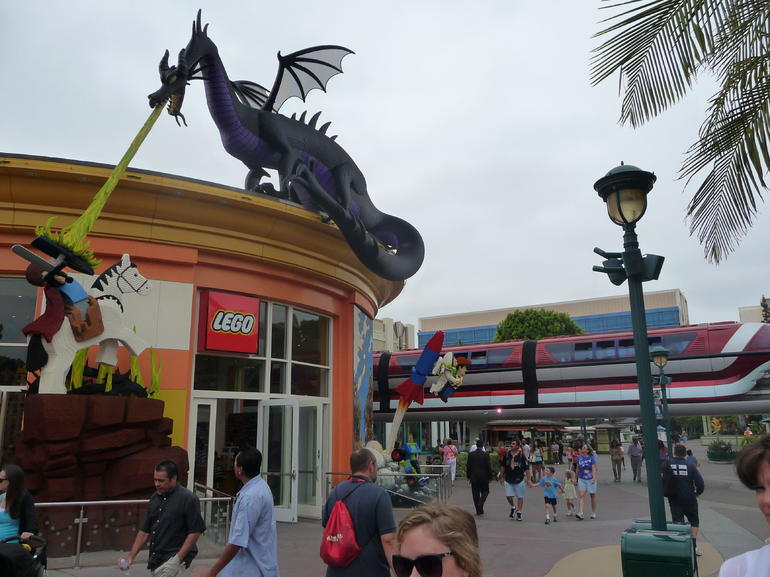Awesome LEGO sculptures - Anaheim & Buena Park