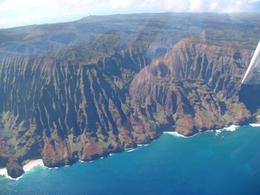 Just before this shot, we circled two whales and a calf playing off the beautiful Na Pali coastline., Ian A - April 2008