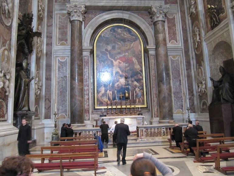 Skip the Line: Vatican Museums Walking Tour including Sistine Chapel, Rapha - Rome