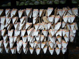 More prayers, wishes and messages on the foxes, Fushimi Inari Shrine, kellythepea - October 2010