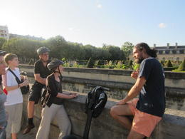 Moko, the guide, filling in some of the group about Les Invalides. , Pennytrum - September 2012