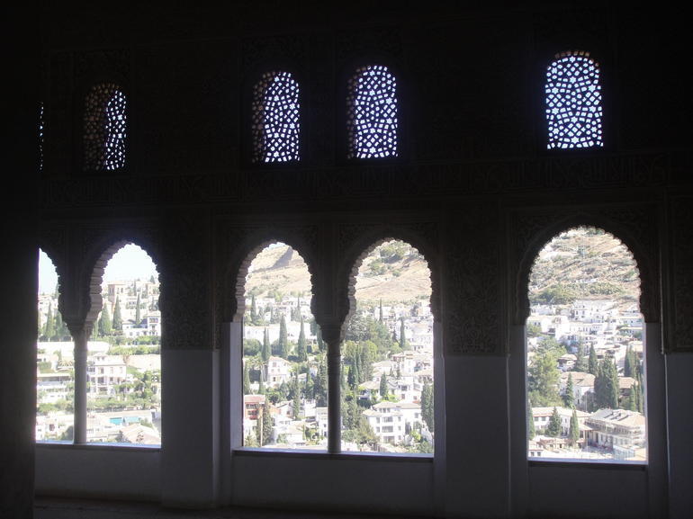 Alhambra and Generalife Gardens Half Day Tour - Granada