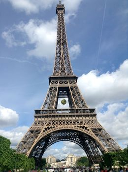 Eiffel Tower at 11am on 30-5-15. Gives an indication of crowds. , Lambertus A - June 2015