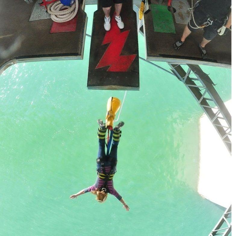 Kelley bungy jumping - I took the dive! (Auckland Harbor Bridge) - Auckland