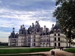 Photo of Paris Skip the Line: Chateaux de Chambord, Chenonceau and Loire Valley Wine-Tasting Day Trip from Paris Approaching Chenonceau