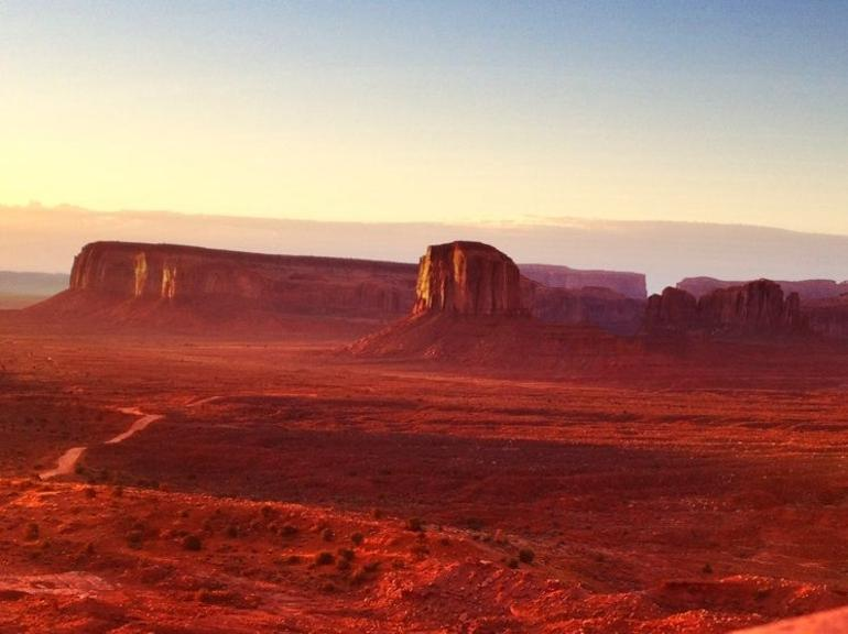 First light at Monument Valley - Las Vegas