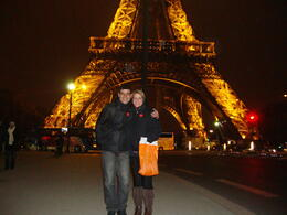Photo of Paris Eiffel Tower, Paris Moulin Rouge Show and Seine River Cruise No pé da torre