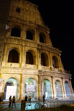 Photo of Rome Viator VIP: Exclusive Rome Rooftop Dinner and Colosseum Night Tour Including Underground Chambers Colosseum at night