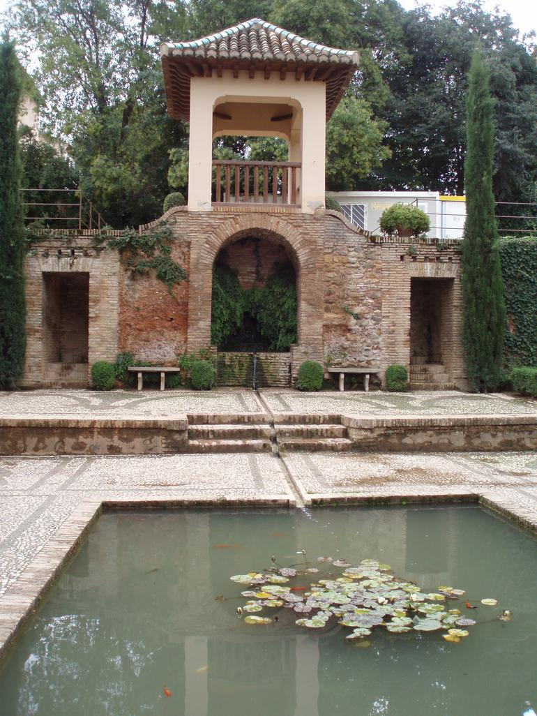 Granada Day Trip including Alhambra and Generalife Gardens - Seville