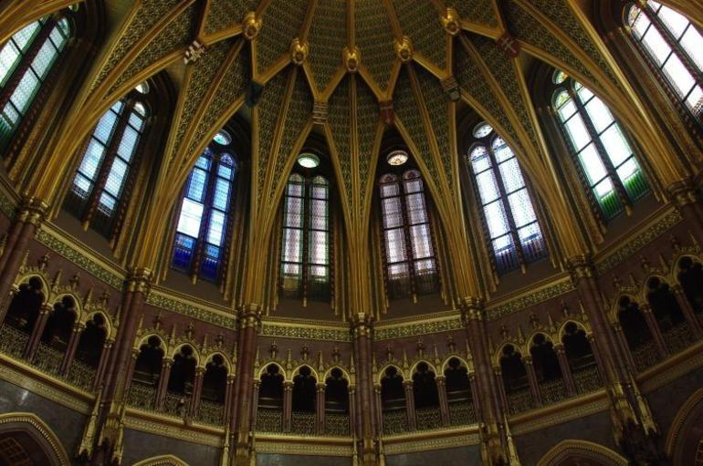 Interior dome patterns on walls - Budapest