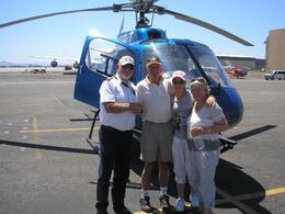 Foto de Las Vegas Passeio VIP de helicóptero até a borda sul do Grand Canyon, com partida de Las Vegas Our Group and the Pilot