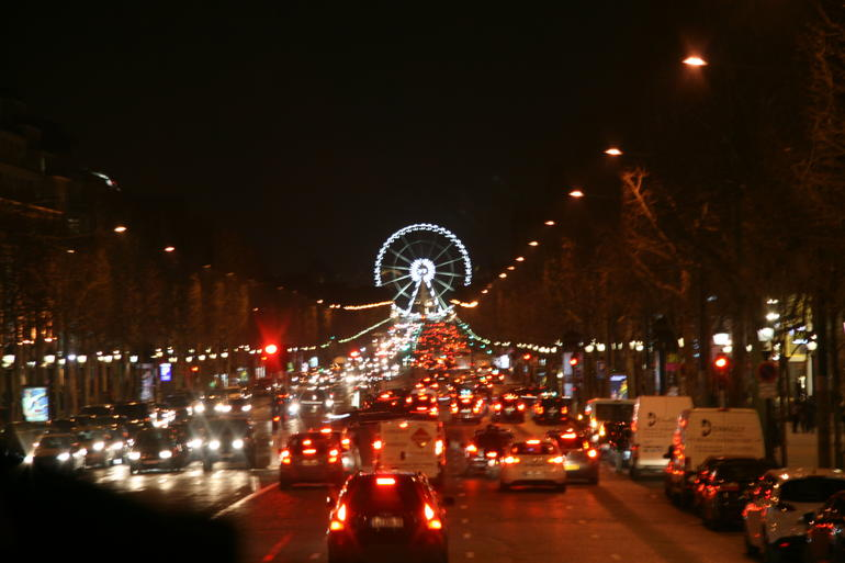 Champs-Elysees form coach - Paris