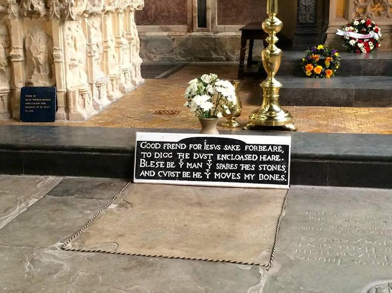 Shakespeare's Grave at Church of the Holy Trinity - London