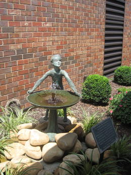 Fountain donated by Minnie Pearl , clairemc - August 2011