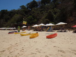 kayaks and surfboards for rental, they also have surf lessons at Baía dos golfinhos, Lucia - February 2013