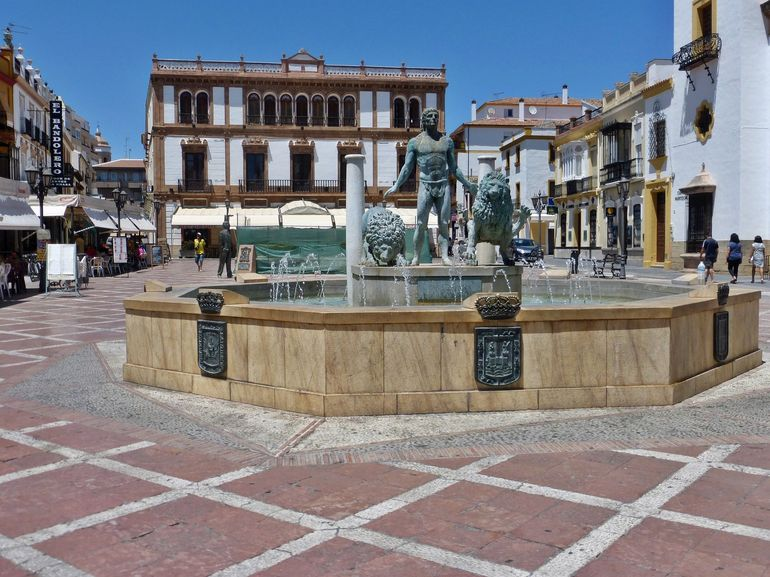 Beautiful plaza in the middle of Ronda with a fountain that has Hercules and Two Lions...symbols of Andalucia. The building behind the fountain is where the Andalucian Flag was raised in 1918. The Plaza also has the Iglesia del Socorro.