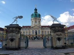 The main palace and gates. , Lizzan - August 2014
