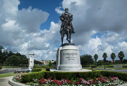 Photo of New Orleans New Orleans City Bus Tour General Beauregard with NO Museum of Art in background