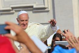 Photo of Rome Papal Audience Tickets and Presentation Zooming in on Pope