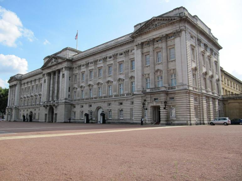 Front view of the palace - London