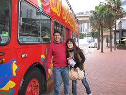 boarding the bus with my wife @ Darling Harbour, Rafael B - October 2010