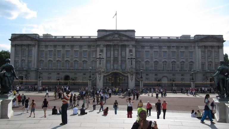 Buckingham Palace in all its glory - London