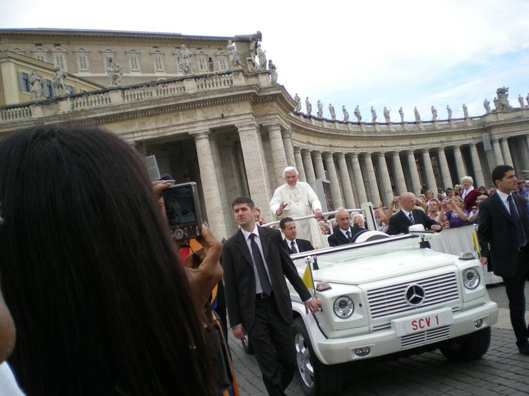Papal Audience Tickets and Presentation - Rome