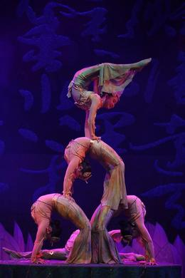 I had to admire the contortions of these acrobatics performers, Bing - May 2012