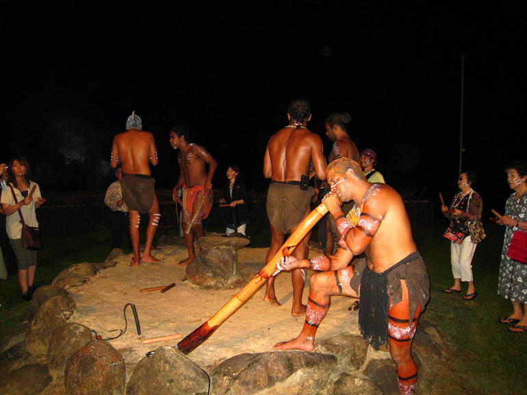 One of the dancers gave us a good didgeridoo performance
