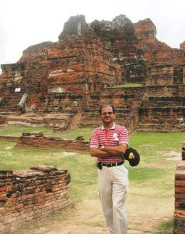 I am within the ruins of Wat Maha That located in Ayutthaya 6901 , TARA NATH R - May 2011