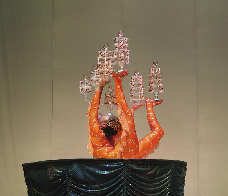 Shanghai: Chinese Acrobat - difficult performance