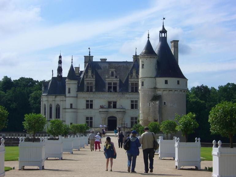 Loire Valley Castles day trip: Chenonceau - Paris
