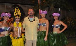 Hanging out with the beautiful ladies in Paradise Cove after the show , Christopher S - September 2014