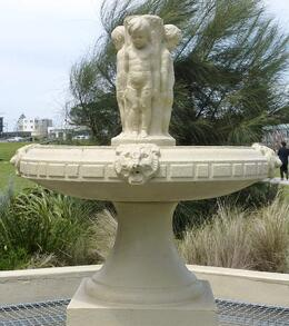 A fountain built in 1959 by the citizens of Apollo Bay in memory of the early pioneers, Susan H - November 2010
