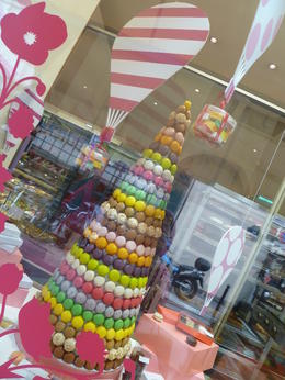 Pretty Christmas Tree made of Macaroons from Gerard Mulot , Daphne Y - November 2012