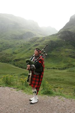 Here was a bagpiper we saw at the stop in Glencoe. Beautiful memory for us. Marcia Stubbeman photo, Eric S - August 2010