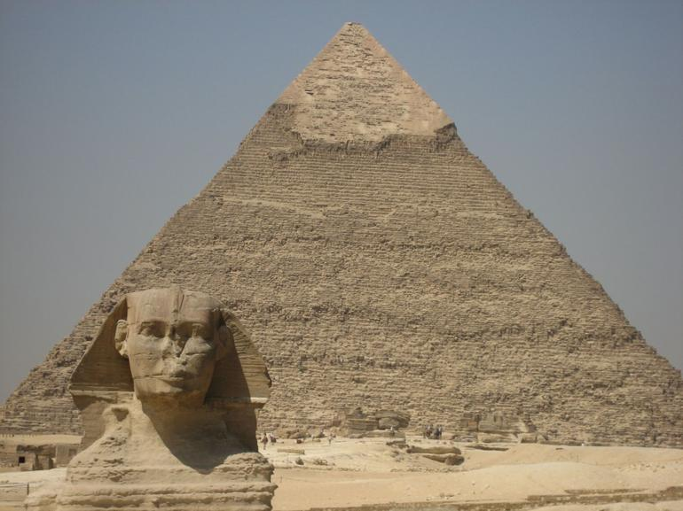 Sphinx and second pyramid - Cairo