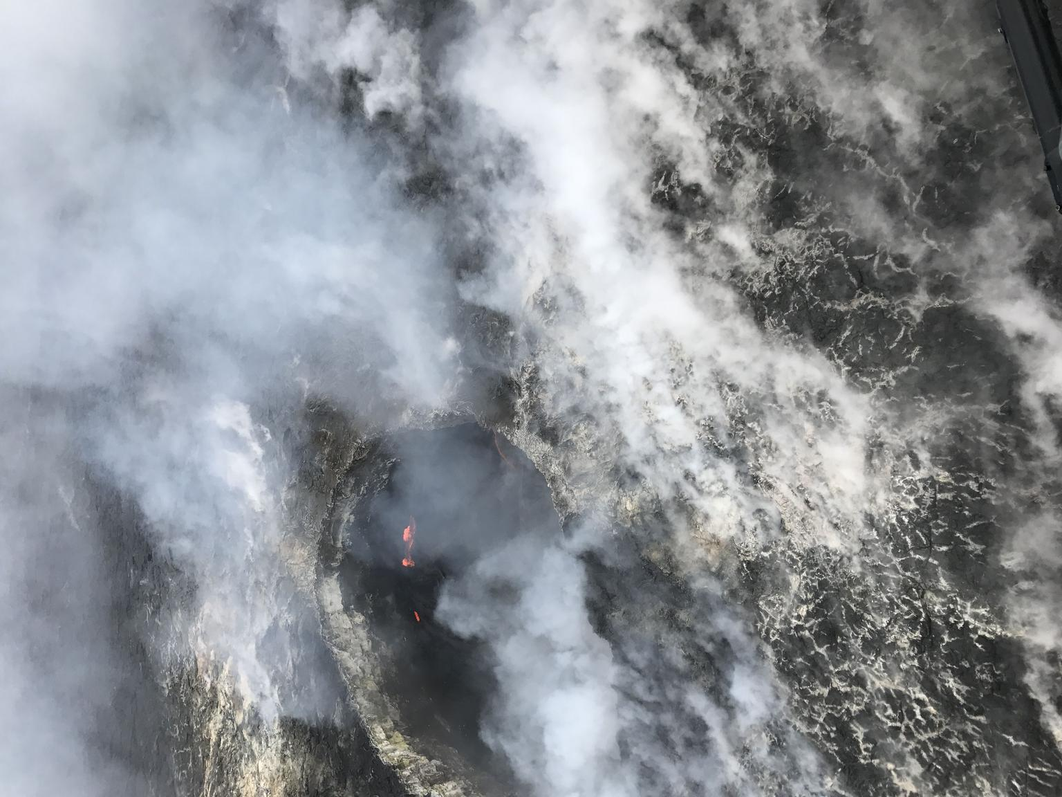 Lava & Rainforests Helicopter Adventure from Hilo