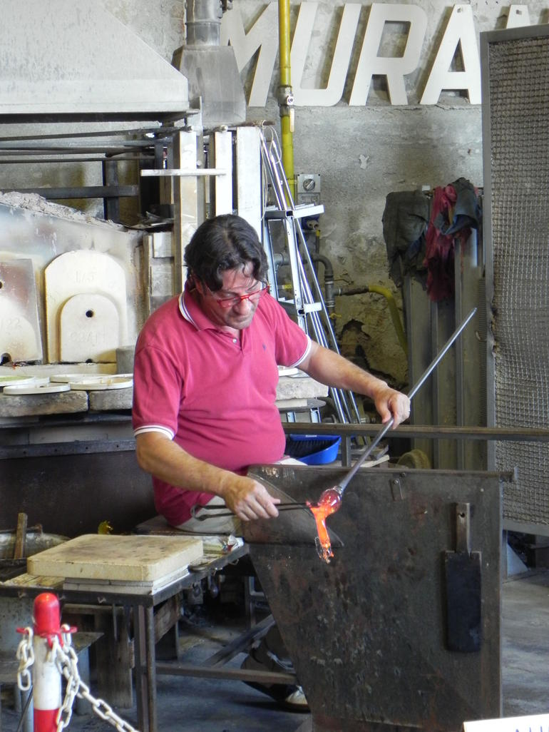 Glass artist making a glass horse in about 15 seconds on Murano island - Venice