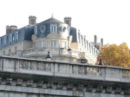 You see great buildings everywhere on the Seine River Cruise., Jamie S - December 2007