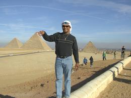 Photo of Cairo Private Tour: Giza Pyramids, Sphinx, Egyptian Museum, Khan el-Khalili Bazaar giant betwen the towers
