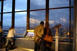 Foto von Paris Tour Montparnasse 56. Stock Aussichtsdeck 56th floor in the evening