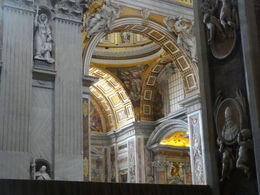 Photo of Rome Skip the Line: Vatican Museums Walking Tour including Sistine Chapel, Raphael's Rooms and St Peter's bogen in St. Pieter