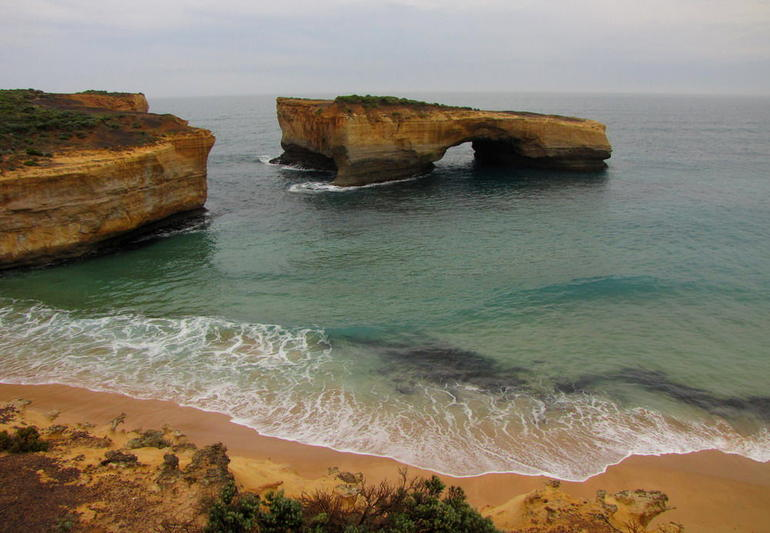 Great Ocean Road. London Bridge - Melbourne