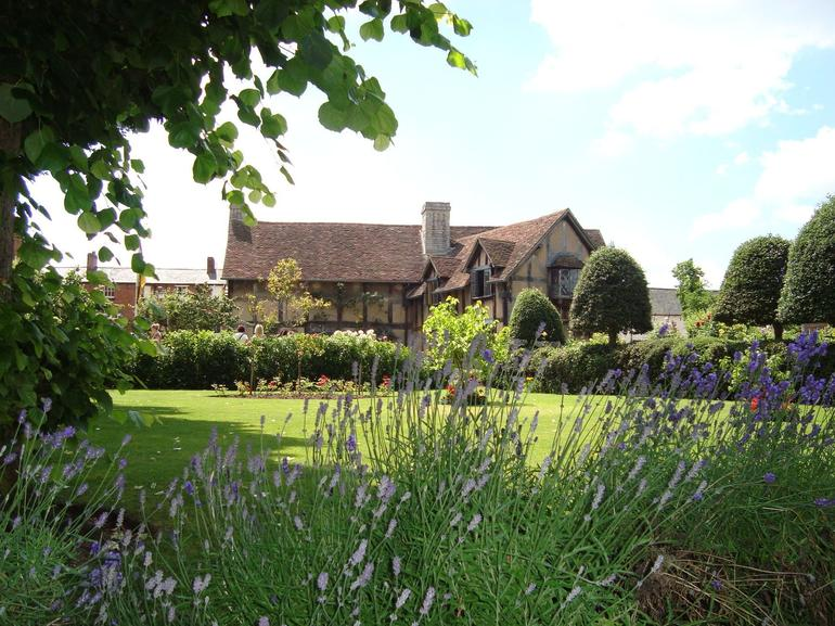 Quintessentially English!-- Shakespeare's Birthplace - London